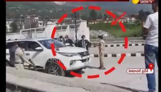 Viral Video: Scuffle Between Kullu SP And CM Security Staff
