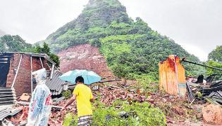 Heavy rains cause floods in parts of Maharashtra - Sakshi