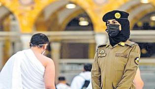 Saudi women stand guard in Mecca during haj - Sakshi