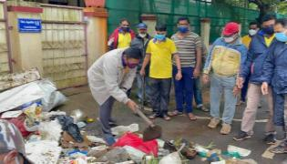 MLA Abhay Patil Dumped Garbage In Front Of Commissioner House - Sakshi