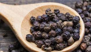 You Can Lose Weight By Adding A Pinch Of Pepper Powder - Sakshi
