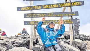 Inspiring Story Of Sharada Who Climbs Kilimanjaro Mountain - Sakshi