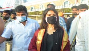 Samantha Visits Tirumala Tirupati Devasthanam - Sakshi