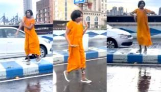 Viral Video: Bengali Influencer Dance On Kolkata Maa Flyover, What Happens next - Sakshi