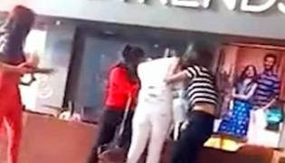 Viral Video: Three Young Girls Fight Over Boyfriend In Shopping Mall - Sakshi