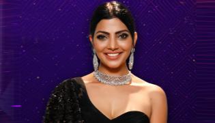 Bigg Boss Telugu Season 5: Lahari Shari 3rd Contestant IEntered As 1st Contestant In House - Sakshi