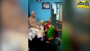 Viral Video: Old Lady Dancing Infront Of Husband Bullet Bandi Song