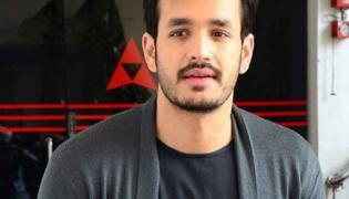 Akhil Akkineni Reaction on His Die Hard Fan - Sakshi