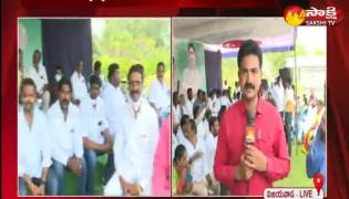 ysrcp leaders protest against tdp leader pattabhi comments in vijaywada