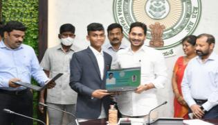 YS Jagan Mohan Reddy Praises SC And SC Gurukula IIT Rank Holders - Sakshi