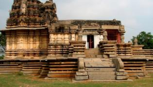 Anicient Lord Shiva Temples in Pillamarri - Sakshi