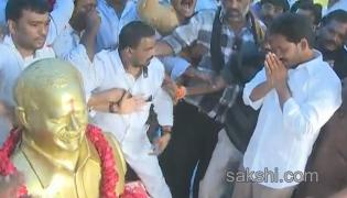 YS Jagan mohan Reddy Dharna started for ap special status