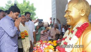 death anniversary of the mahaneta family members special prayers in idupulapaya - Sakshi