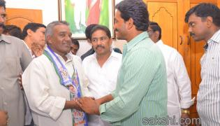 grand response for ys jagan mohan reddy road show