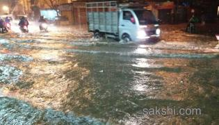 heavy rain hits hyderabad city - Sakshi