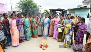 Bathukamma gift women protest against sarees