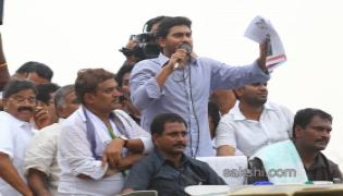 ys jagan mohan reddy supports dharmavaram weavers hunger strike