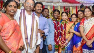 YS Jaganmohan Reddy attends Marriage in Guntur - Sakshi