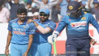 india beats srilanka win odi series 2-1 - Sakshi