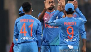 india beats srilanka clinch series clean sweep - Sakshi