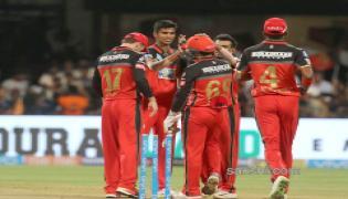 Royal Challengers Bangalore beat Kings XI Punjab by 4 wickets - Sakshi