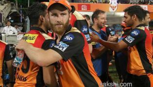 SRH beat KKR by five wickets to go top - Sakshi