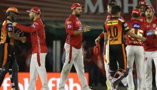 Kings XI Punjab beat Sunrisers Hyderabad by 15 runs - Sakshi