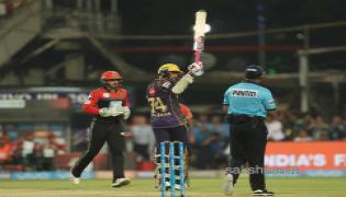 Kolkata Knight Riders beat Royal Challengers Bangalore by 4 wickets - Sakshi