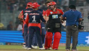 RCB beat Delhi Daredevils by 5 wickets - Sakshi