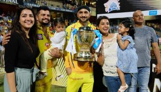 CSK Team Players Celebration with IPL 2018 Trophy Photo Gallery - Sakshi