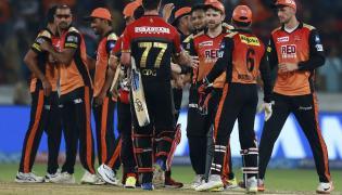 SunRisers Hyderabad Beat Royal Challengers Bangalore By 5 Runs - Sakshi
