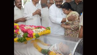 Political Leaders Pay Tributes To Professor Keshav Rao Jadhav Photo Gallery - Sakshi