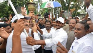 Ys jagan mohan reddy starts olympic run Photo Gallery - Sakshi