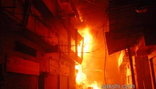 Fire breaks out at Secunderabad godown Photo Gallery - Sakshi