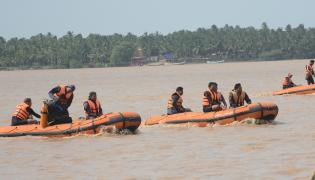 Boat Accident at Yanam Photo Gallery - Sakshi