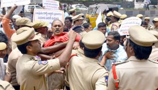 Police arrested the Electric Contract Employees Photo Gallery - Sakshi