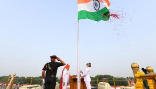 Narendra Modi flag hoisting in Red Fort Photo Gallery - Sakshi