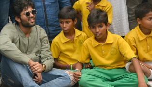 Vijay devarakonda celebrated the 72nd independence day Photo Gallery - Sakshi