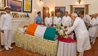 PM Modi Pays Tribute to Former PM Atal Bihari Vajpayee Photo Gallery - Sakshi