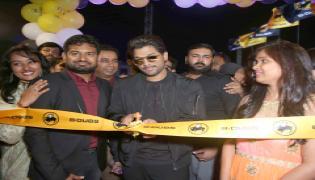 Allu Arjun launches B Dubs at Gachibowli Photo Gallery - Sakshi