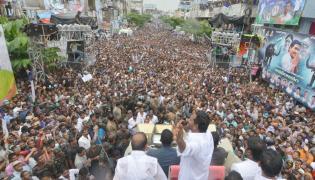 ys jagan prajasankalpayatra day photos in yelamanchili  Visakhapatanam  - Sakshi