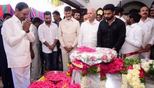 KCR Pays Homage to Nandamuri Harikrishna Photo Gallery - Sakshi