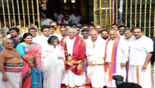 sri Lankan Prime Minister Ranil Wickremesinghe offers prayers at Tirumala photo Gallery - Sakshi