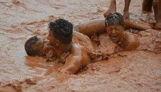 Boduppal hanumaan tepul vadha mud festival Photo Gallery - Sakshi