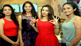 Diksha Panth inaugurates Ice cream parlor at Hyderabad Photo Gallery - Sakshi