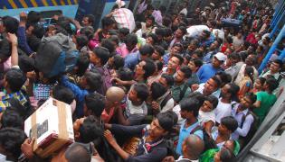 Dasara Rush At Secunderabad Railway Station Photo Gallery - Sakshi