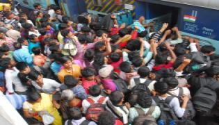 Huge Rush At Bus Stands and Railway Stations in Hyderabad Photo Gallery - Sakshi