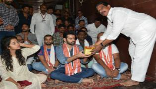 Hello Guru Prema Kosame Team In Vijayawada Kanaka Durga Temple Photo Gallery - Sakshi