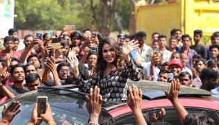 Lavanya Tripathi launches Happi Mobiles Store at Kadiri Photo Gallery - Sakshi
