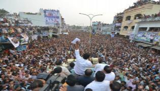 YS Jagan PrajaSankalpaYatra public meeting amadalavalasa photo gallery - Sakshi